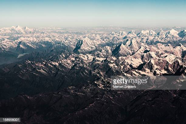 himalaya mountains around mt kangchenjunga - merten snijders stock pictures, royalty-free photos & images