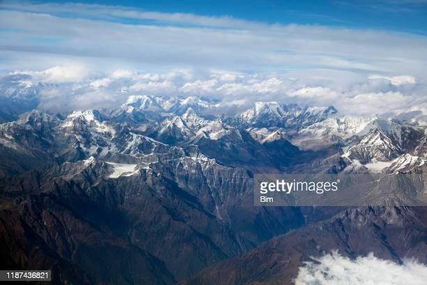 ネパールと中国の間のヒマラヤ山脈 - 飛行機の視点 ストックフォトと画像
