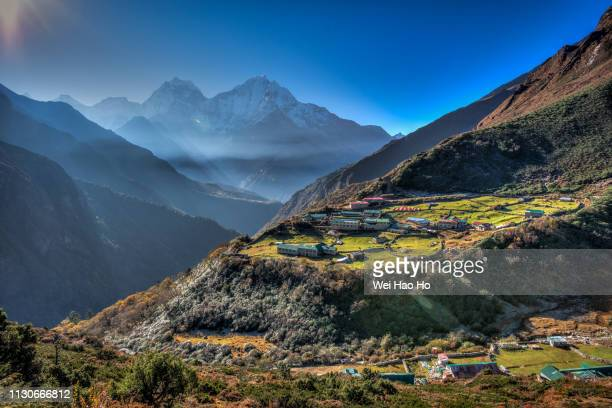 himalayan villages - nepal stock pictures, royalty-free photos & images
