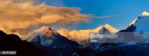 himalayas panorama - valley stock pictures, royalty-free photos & images