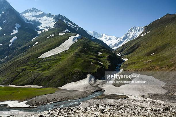 himalayas range in summer, the north of india - kashmir valley stock photos and pictures