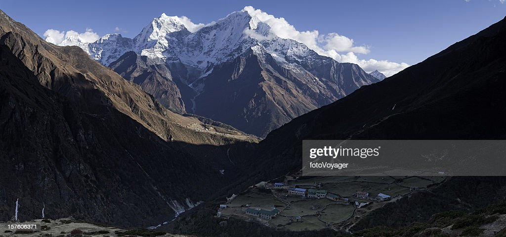 Himalayas Sherpa village snow capped peaks Mt Everest NP Nepal : Stock Photo