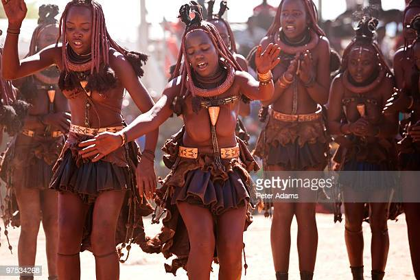 himba tribe girls and young women dancing, namibia - himba stock-fotos und bilder