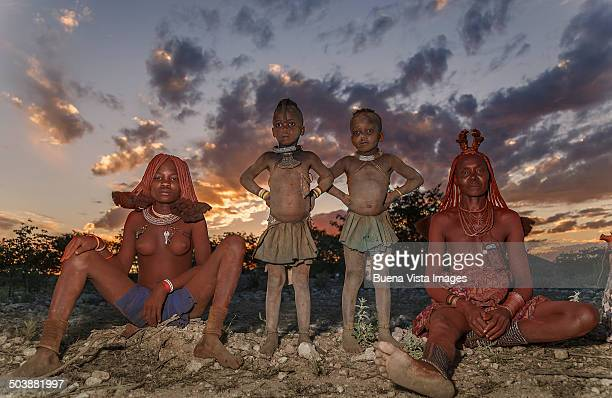 himba woman with daughters - himba stock-fotos und bilder