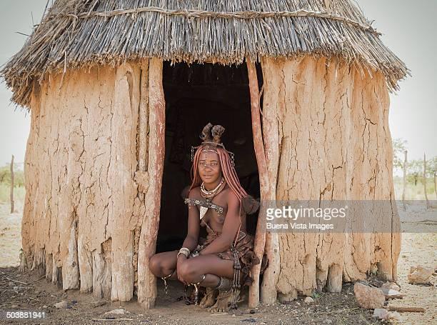 himba woman with traditional hair dress - himba stock-fotos und bilder