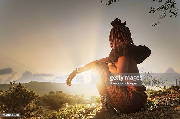 himba woman with traditional hair dress - himba stock-fotos und bilder