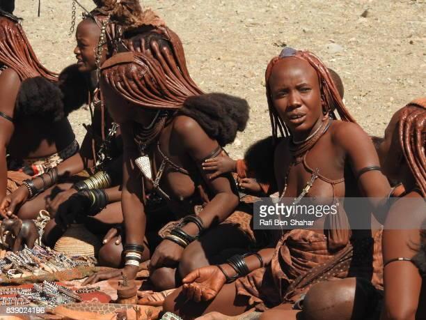 himba women trading - himba bildbanksfoton och bilder