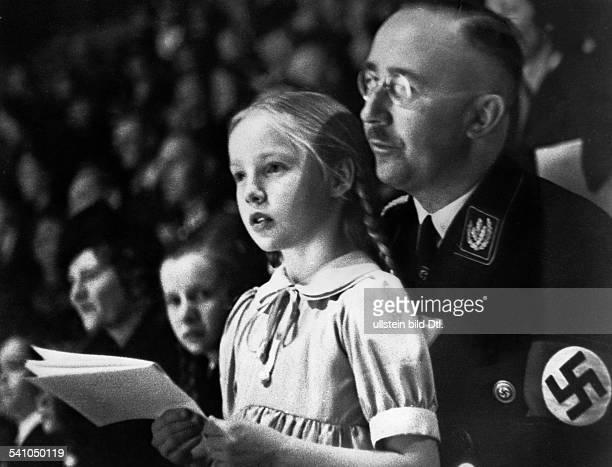 Himmler, Heinrich *-+Politiker, NSDAP, D- mit seiner Tochter Gudrun bei einer Sportveranstaltung in Berlin- März 1938