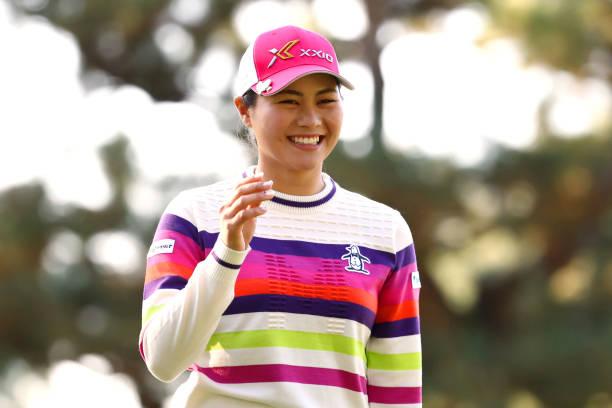 https://media.gettyimages.com/photos/hina-arakaki-of-japan-smiles-as-she-celebrates-the-birdie-on-the-1st-picture-id1190734347?k=6&m=1190734347&s=612x612&w=0&h=RGMtsrlexYV6j8s0enQVEcn4QuEhxRsMFECVsG14k4g=