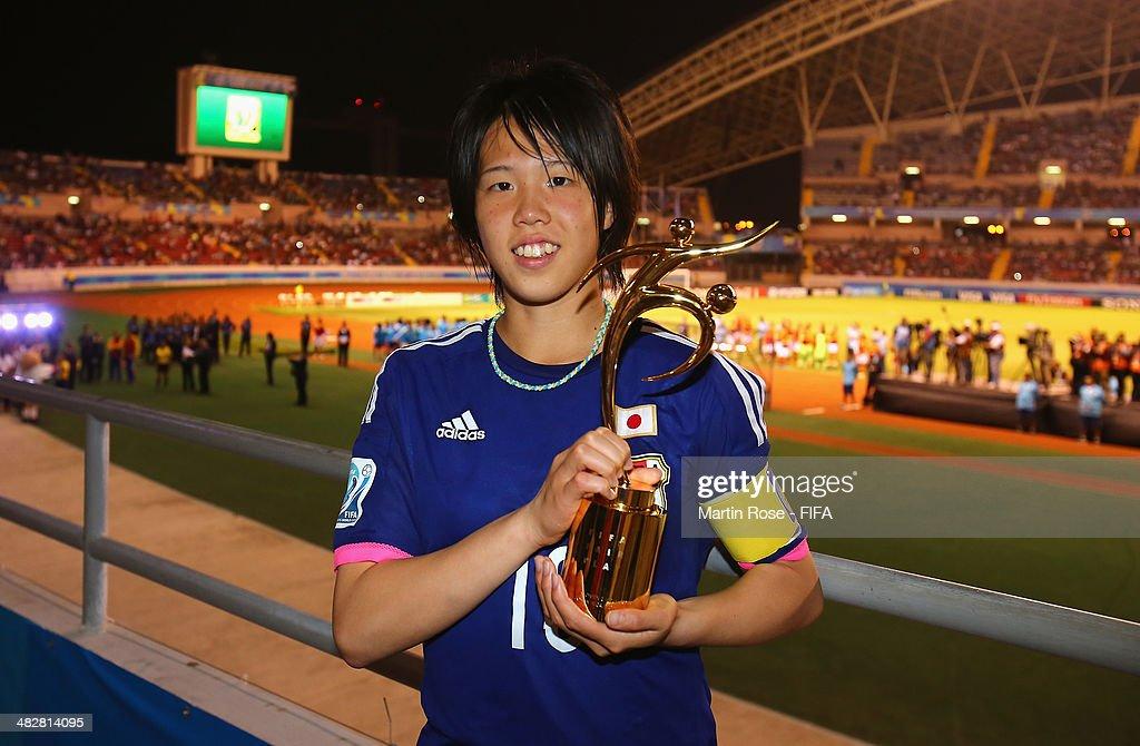 Hina Sugita of Japan wins the Fair Play during the FIFA U-17 Women's World Cup 2014 final match between Japan and Spain at Estadio Nacional on April 4, 2014 in San Jose, Costa Rica.