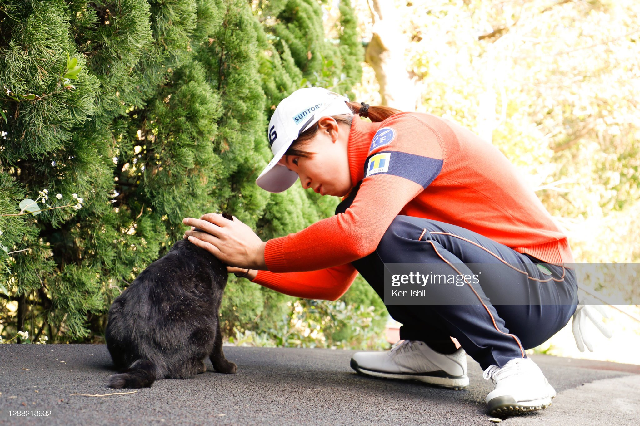 https://media.gettyimages.com/photos/hinako-shibuno-of-japan-plays-with-a-black-cat-after-the-third-round-picture-id1288213932?s=2048x2048