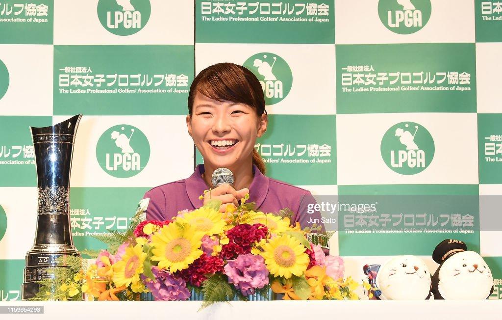 Golfer Hinako Shibuno Arrives In Tokyo : ニュース写真