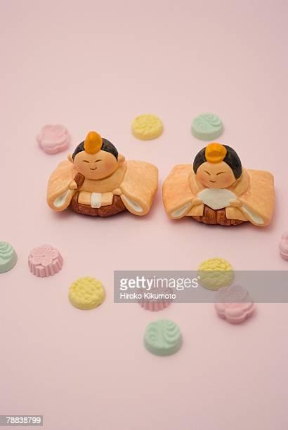 hinamatsuri dolls and japanese sweets - candy dolls fotografías e imágenes de stock
