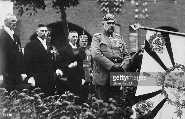 Hindenburg Paul von *02101847Offizier Politiker DGeneralfeldmarschallReichspraesident Ostpreussenreise zu Besuch bei seinem ehemaligen Regiment...