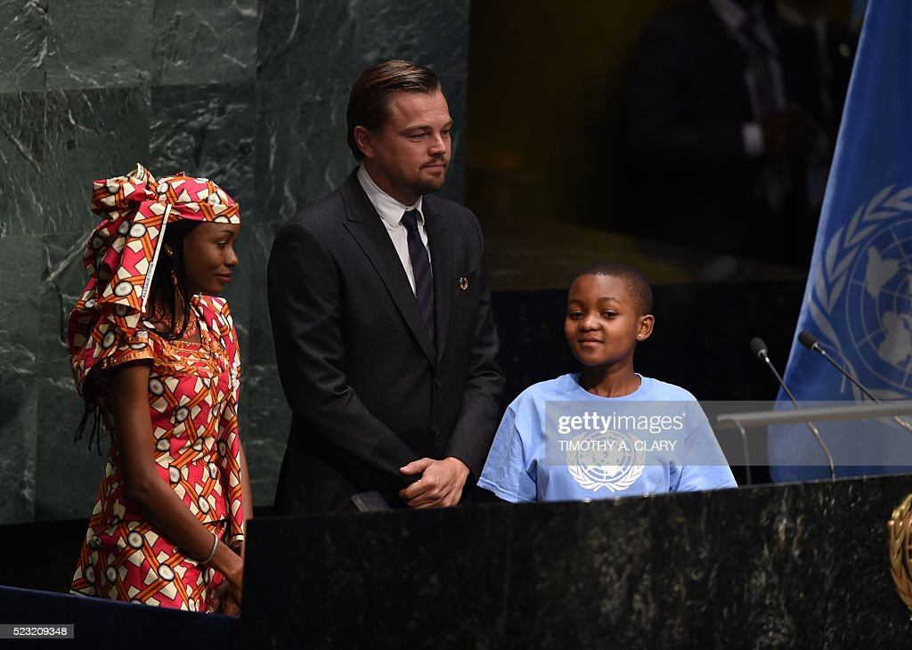 Hindou Oumarou Ibrahim, Coordinator of the Indigenous Women and Peoples Association of Chad, Getrude Clement(R), Youth Representative from Tanzania, and Leonardo DiCaprio, actor and UN Messenger of Peace attend the high level signature ceremony for the Paris Agreement at the United Nations General Assembly Hall April 22, 2016 in New York. / AFP / TIMOTHY