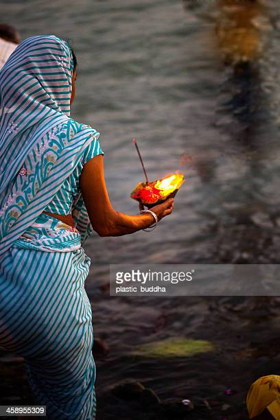 hindu ceremony - manikarnika ghat stock photos and pictures