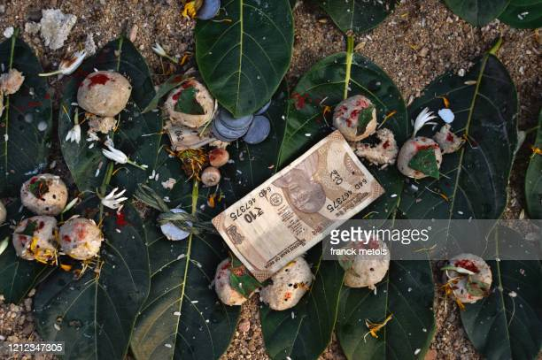 hindu dead ancestors ritual ( india) - ceremony stock pictures, royalty-free photos & images