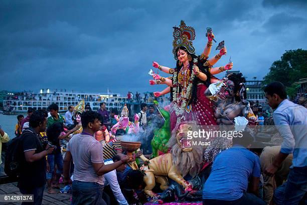 DHAKA SHADARGHAT DHAKA BANGLADESH Hindu devotees immerse an idol of Hindu Goddess Durga into the river Buriganga The Hindu community people ended...