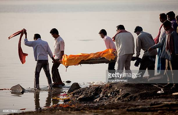 hindu funeral ceremony - cadaver stock photos and pictures