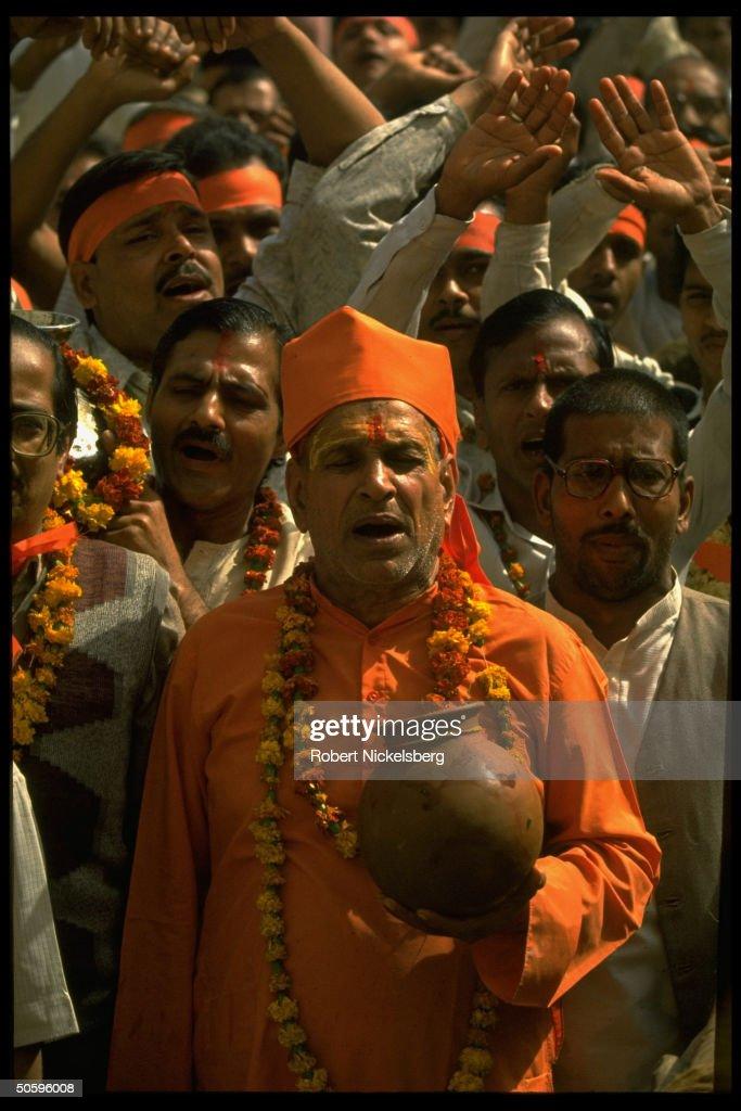 Hindu holy man leading militant fundamen : News Photo