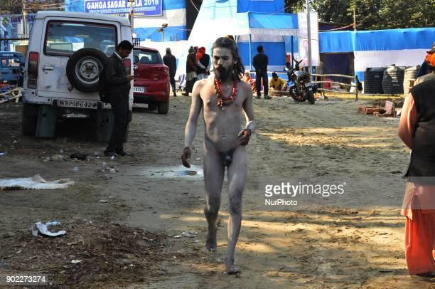Hindu Naga Sadhu at the temporary camp on Babughat on January 072018 in Kolkata cityIndia More than 900000 Hindu pilgrims and sadhus holy men are...