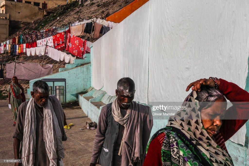 Hindu Pilgrims At The Ghats Of Varanasi : Stock Photo