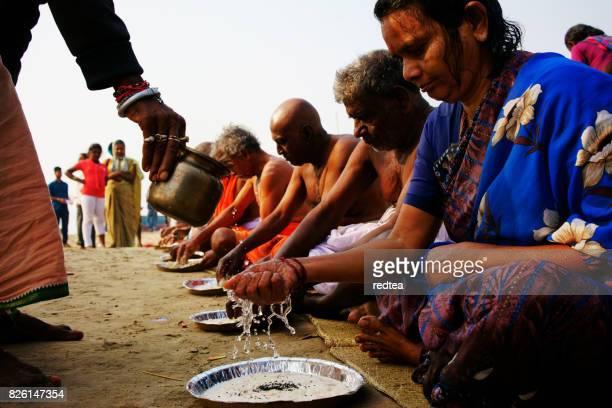 hindu pilgrims doing religious puja in varanasi india - pilgrims and indians stock photos and pictures