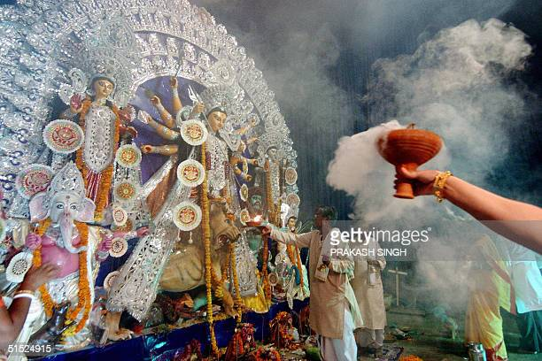 Hindu priest offers evening prayers in front of an idol of the Hindu goddess Durga at Aram Bagh in New Delhi 21 0ctober 2004 The Hindu Festival of...