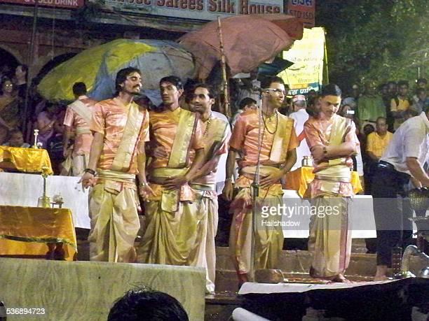 Hindu Priester am Dashashwamedh ghat