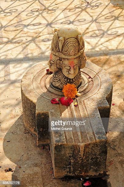 hindu shrine. lingam - shiva lingam stock pictures, royalty-free photos & images