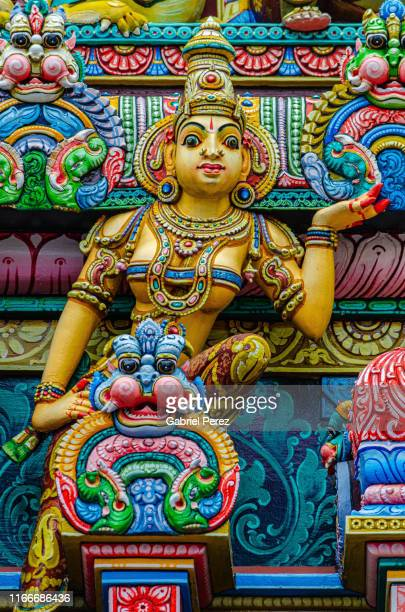 a hindu statue in bangkok, thailand - dieu hindou photos et images de collection