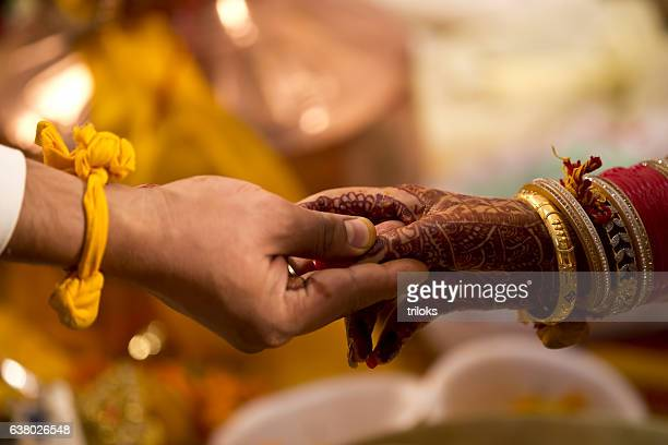hindu wedding ceremony - indian culture stock pictures, royalty-free photos & images