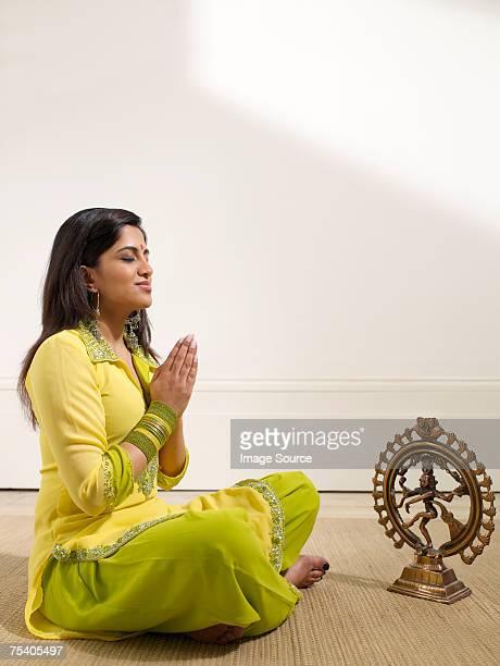 Femme hindous Prier