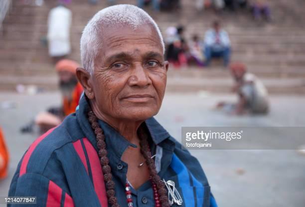 バラナシのヒンズー教の女性 - fotofojanini ストックフォトと画像