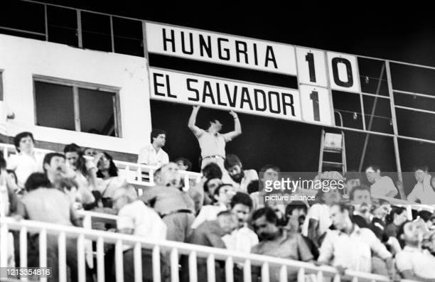 Hinter die Eins noch die Null gesetzt an der Anzeigetafel - Das Endergebnis: Ungarns Fußballnationalmannschaft gewinnt bei der Weltmeisterschaft in...