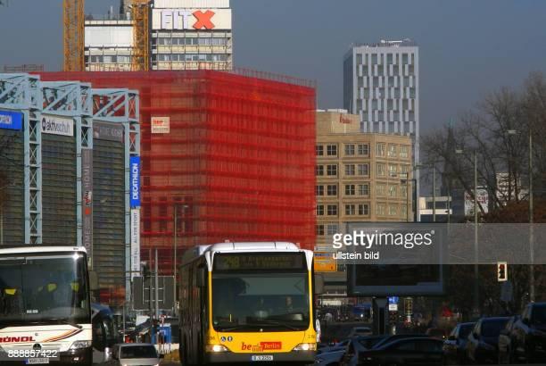 Hinter rotem BauSchutznetz starteten im August 2015 die Bauvor bereitungen fuer einen 95 Mill teuren HotelNeubau Motel One mit 708 Zimmer Eroeffnung...
