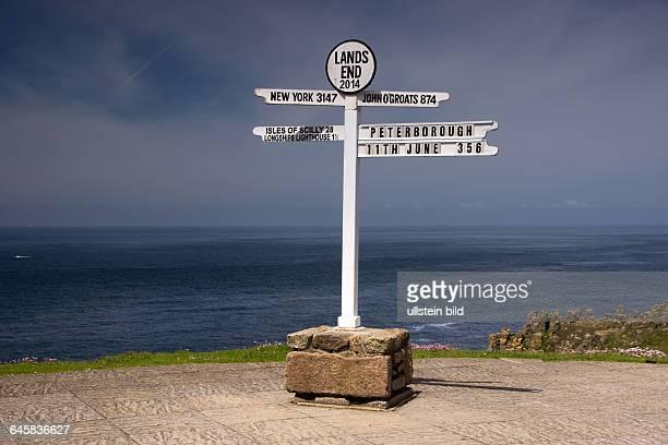 Hinweisschild am Lands End in Cornwall England
