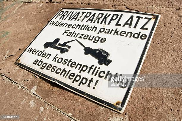 Hinweisschild von einen Privatparkplatz |Sign by a private parking space|