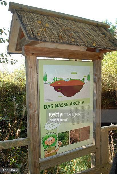 Hinweistafel am Wanderweg im Naturschutzgebiet Huvenhoopsmoor, Landkreis Rotenburg / Wümme, Niedersachsen, Deutschland, Europa, Schild, Moor, Natur,...