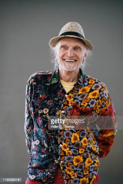hip senior gay man in colorful shirt - gay seniors photos et images de collection