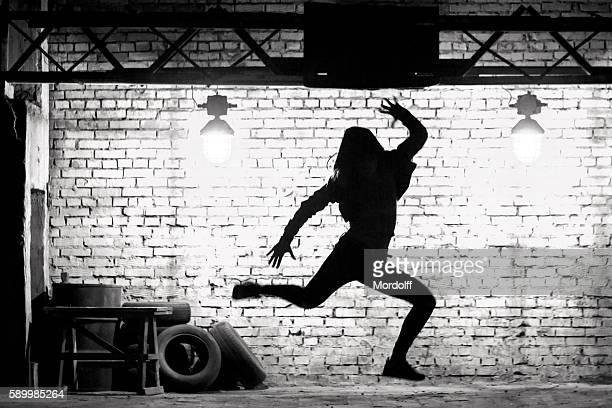 hip-hop dance jump - hip hop - fotografias e filmes do acervo