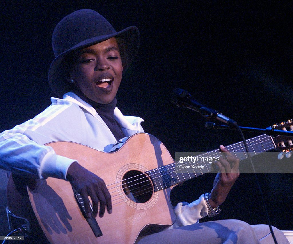 Hip–Hop/Soul singer Lauryn Hill as she performed at the Grove Theater in Anaheim. : News Photo