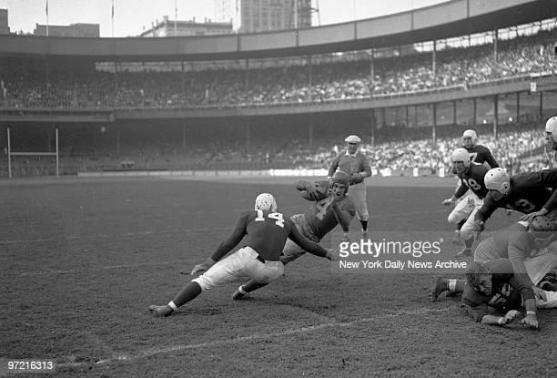 Hipper Dip Tuffy Leemans swivelhipped Giant back twists way goalward as Dow Philadelphia Eagles lunges at him at Polo Grounds P S Tuffy scored