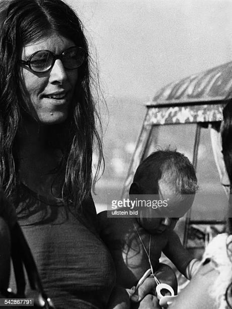 Hippiemutter auf der Insel Ibiza Spanien Balearen1970