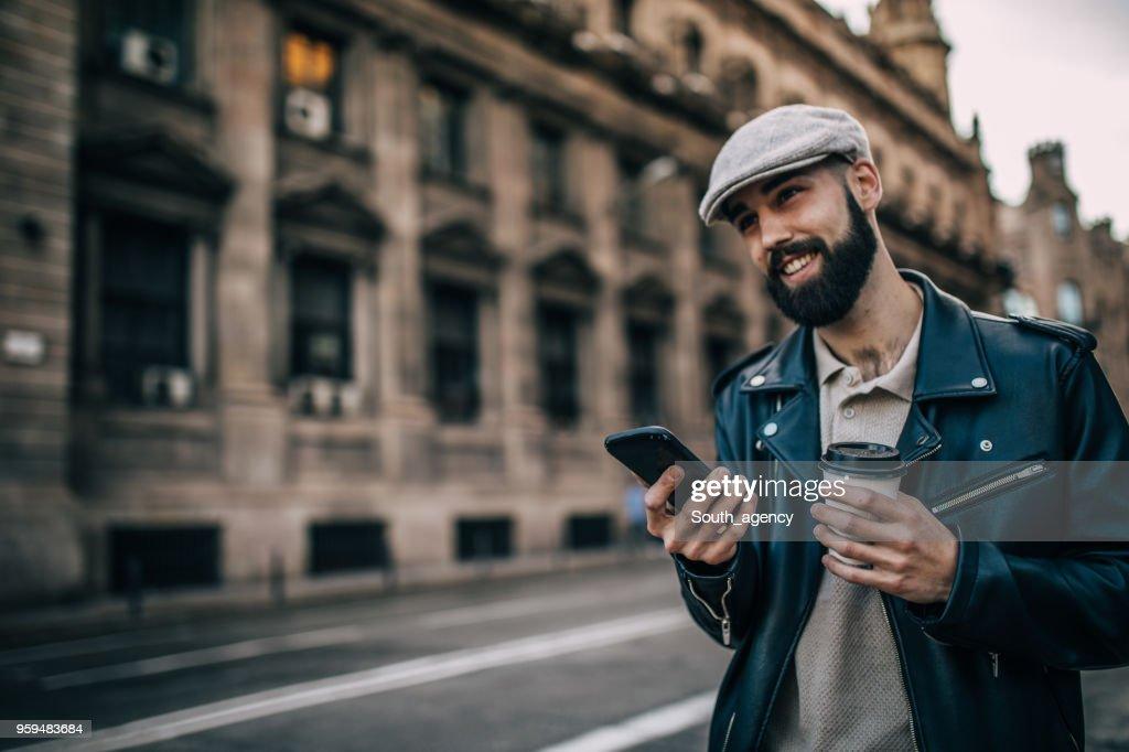 Hipster-Mann im freien : Stock-Foto