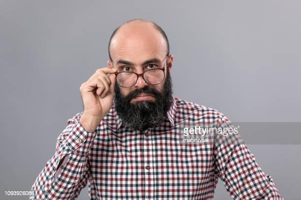 hipster homme - homme chauve photos et images de collection