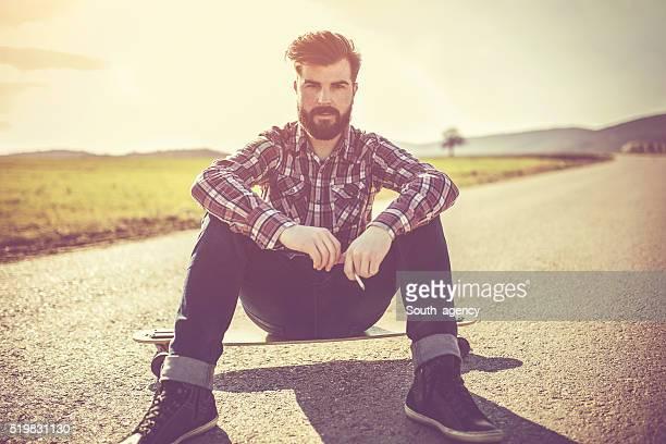 Hipster Mann Skateboarden