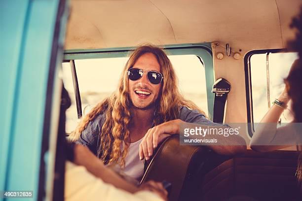 Caravanas de Hipsters em van