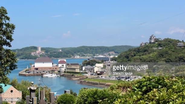 hirado harbor and hirado castle - shinichi igusa ストックフォトと画像