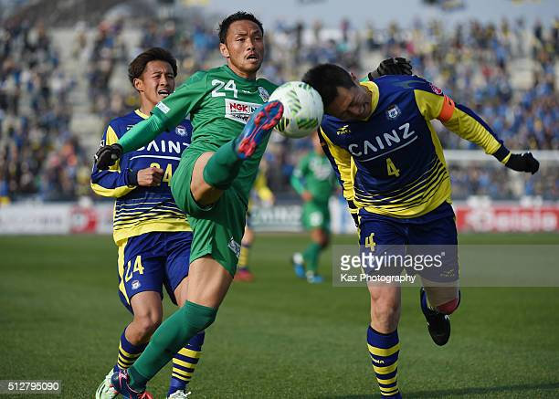 Hiroaki Namba of FC Gifu and Shusuke Tsubouchi of Thespa Kusatsu Gunma compete for the ball during the JLeague second division match between Thespa...